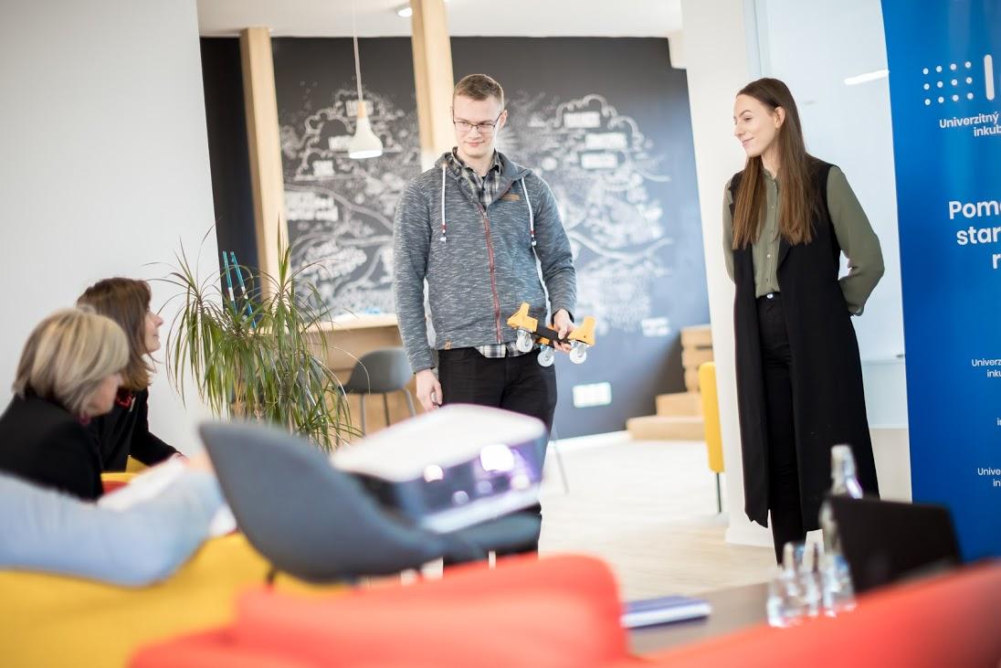 Startup Elang: Keď doštudujeme, je dôležité najmä to, čo ovládame, nie len aký titul máme.