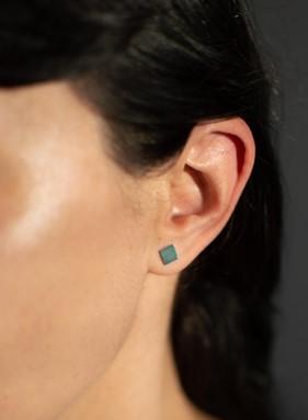 Náušnica na uchu