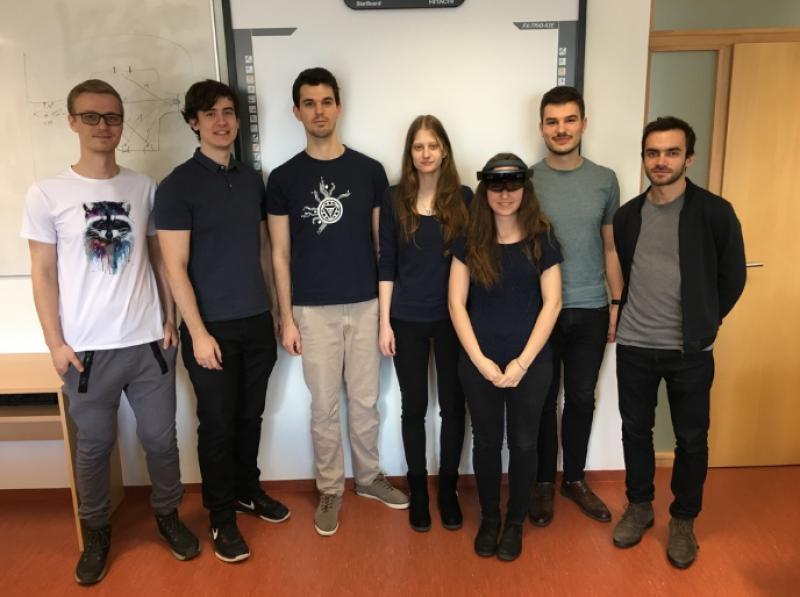 Študenti STU pomáhajú nevidiacim